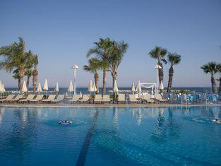 Palm Beach Hotel & Bungalows
