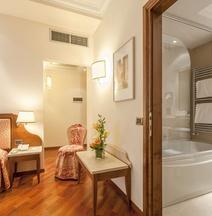 โรงแรมปิตตีพาเลซ อัล ปอนเตเวกคิโอ