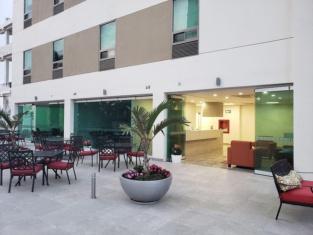 Hotel Av Inn