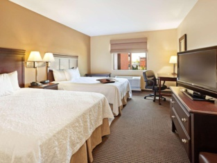 奧馬哈市中心漢普頓套房酒店