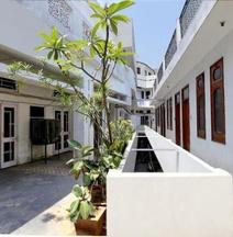 Parkash Hotel