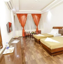 Iroomz Hotel Trupti International