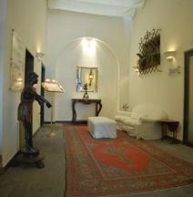 德利亚罗托布他尼科酒店
