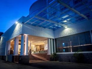 Crown Vista Hotel