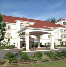 La Quinta Inn & Suites by Wyndham Fultondale Birmingham N