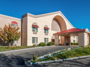 Quality Inn & Suites Farmington