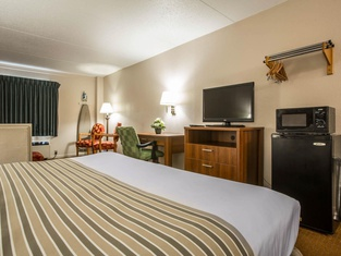 Econo Lodge Inn & Suites at Fort Benning