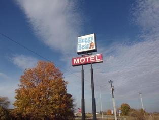 Huggy Bear Motel - Warren
