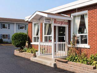 EconoLodge Inn & Suites - Pembroke