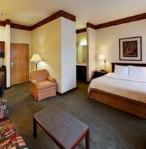 Hawthorn Suites Bloomington