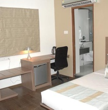 The Lotus - Apartment Hotel, Venkatraman Street