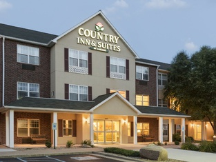 Country Inn & Suites by Radisson, Mason City, IA