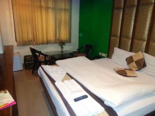 โรงแรมคุรุวาส อินน์