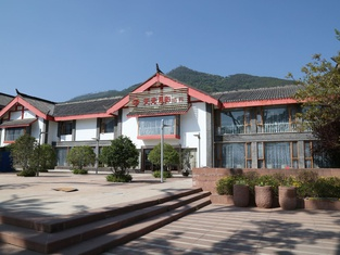 Tianguang Yueying Hotel (Xichang Qionghai Wetland)