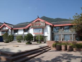 Tianguang Yueying Hotel (Xichang Qionghai Wetland)