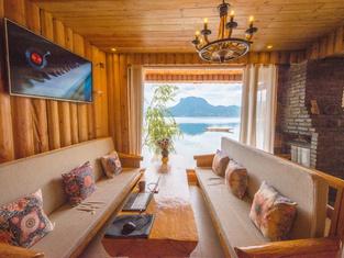 Yuanrongju Inn (Lugu Lake Nvshen Bay)