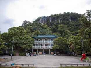 Shuixiu Yueya Banshan Holiday Hotel