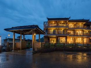 Gushi Qingshe Lake View Inn