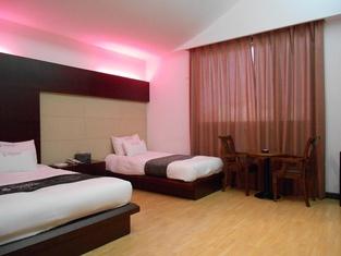 シャルマント ホテル