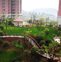 Log Hotel (Yichang East Station Flagship)