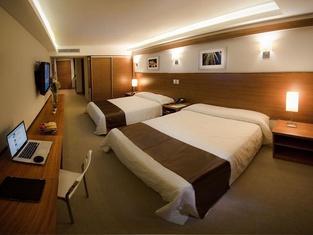 Weston Suites Hotel