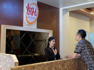 Oyo 633 Ren'z Hotel