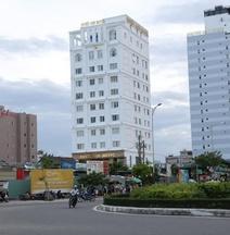 Tuyet Son Hotel (TS Ocean Hotel)