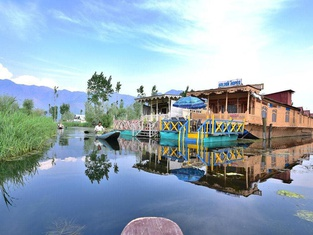 Green Paradise Houseboat