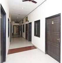OYO 4009 Hotel Hkj Palace