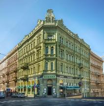 德米卡宮殿酒店