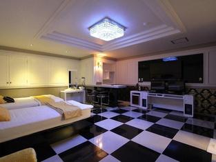 Dongseong Road  Savoy Hotel