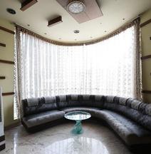 Crystal Paark Inn