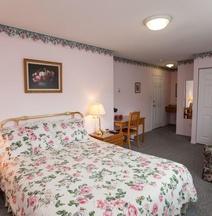 Midnight Sun Inn Bed And Breakfast