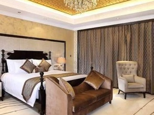 Haicheng Zongjun Royal Hotel
