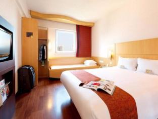 Ibis Hotel (Anshan Shengli Square)