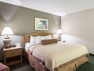 Rodeway Inn & Suites and Conference Center