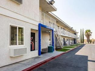 Motel 6-Bakersfield, CA - East
