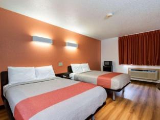 Motel 6-Davenport, IA