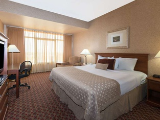 Ramada by Wyndham Topeka Downtown Hotel & Convention Center