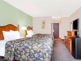 Days Inn & Suites by Wyndham SE Columbia Ft Jackson