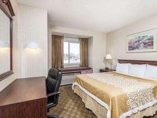 Days Inn & Suites by Wyndham Boardman