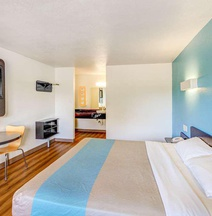 Motel 6 Waco - Lacy Lakeview