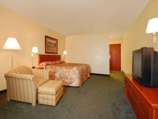 Econo Lodge Inn & Suites Kearney