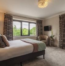 The Gleneagle Hotel & Apartments