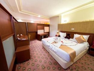 Hotel Piroozy