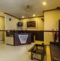 OYO 5515 the Gulmohar Hotel