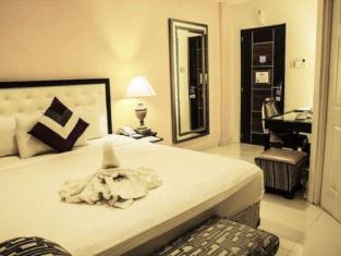 โรงแรมดรีมเวฟ ร็อกซัส