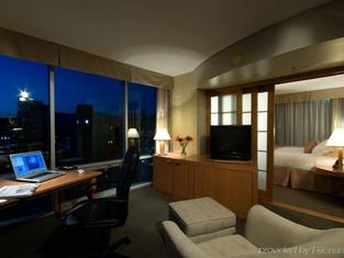 Delta Hotels Vancouver Downtown Suites