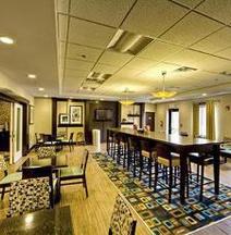 Hampton Inn & Suites Oakwood Village-Cleveland