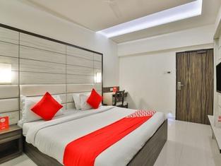 OYO 2351 Hotel Golden Plaza